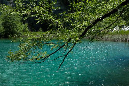 Plitvice_lake_light